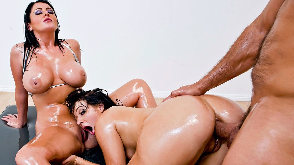 Hot Ebony Threesome Squirt