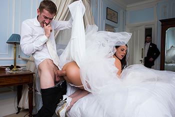 Amateur wife medium tits