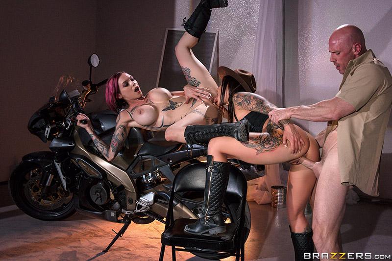 Brazzers Exxtra – Bloodthirsty Biker Babes: Part 3 – Anna Bell Peaks, Felicity Feline & Johnny Sins