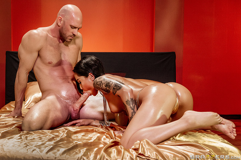 Brazzers Exxtra – Gold Standard – Honey Gold & Johnny Sins