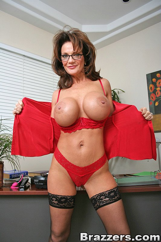naked-sexy-mrs-deauxma