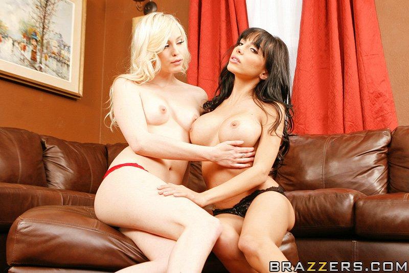 Nyomi Banxxx Lesbian Strap
