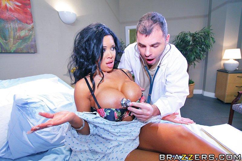 Дама с огромными сиськами приходит к врачу — 13