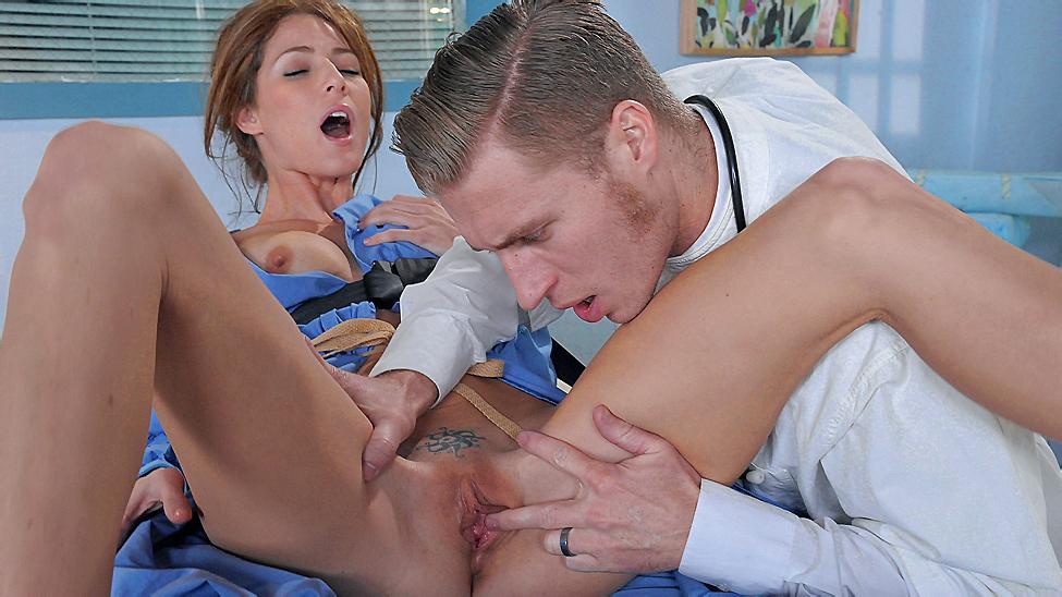 Доктор с девушкой трахаются видео видео кума