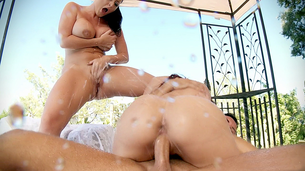 Våd By The Pool Gratis video med Sophie Dee - Brazzers Officiel-4451