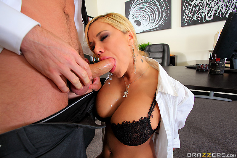 Adorable brunette gives blow to her boyfriend