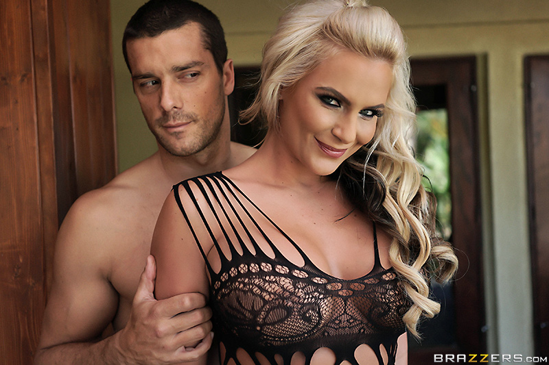 Huge titted black babe Nicole Lace
