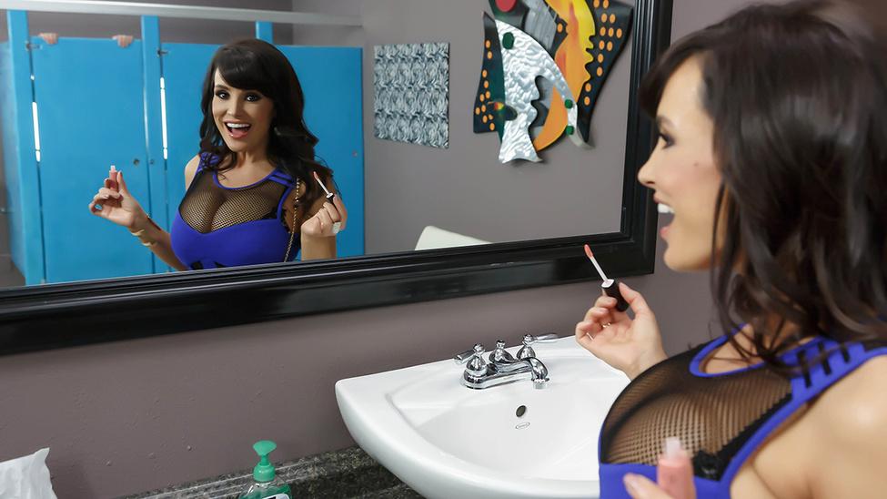 lisa-ann-fuck-in-bathroom